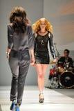 Montrare di modello progetta da Swarovski con il regno di tema dei gioielli ad Audi Fashion Festival 2012 Fotografie Stock