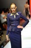 Montrare di modello progetta da Zac Posen ad Audi Fashion Festival 2012 fotografia stock libera da diritti