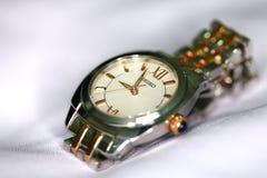 Montre-bracelet de Seiko de femmes sur l'affichage Seiko Holdings Corporation généralement connue sous le nom de Seiko images stock