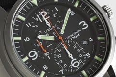 Montre-bracelet noire de chronographe de menâs de cadran Photos stock