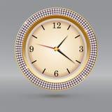 Montre d'or avec des diamants sur le fond gris Icône d'horloge de luxe, décoration de bijoux avec le cadran blanc et flèches Image libre de droits
