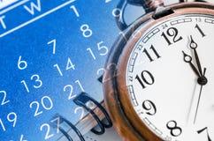 Montre de poche et calendrier bleu Photo stock