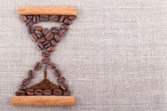 Montre de sable de café sur la toile Image stock