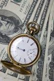 Montre et argent de poche Photos stock