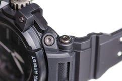 Montre noire avec le macro en caoutchouc de sport de bracelet photos stock