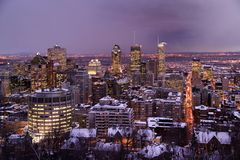 Montreal bis zum Nacht im Winter lizenzfreie stockfotografie