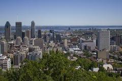 Montreal céntrica en un día de verano Fotos de archivo libres de regalías