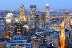 Montreal céntrica por noche Foto de archivo libre de regalías