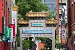 MONTREAL/CANADÁ - 14 de setembro de 2014: rua de la Gauchetiere no bairro chinês o 14 de setembro de 2014 em Montreal, Canadá Fotos de Stock Royalty Free