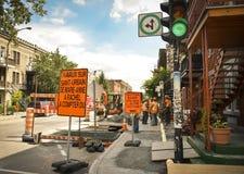 MONTREAL, CANADA - AUGUSTUS 19, 2014: Reparatie en wederopbouw van straat royalty-vrije stock foto's