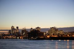 Montreal en la oscuridad en invierno fotos de archivo