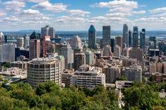 Montreal horisont från den Kondiaronk belvederen arkivfoton