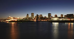 Montreal horisont i aftonen Arkivbild