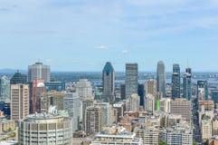 Montreal horisont i sommar Arkivfoton