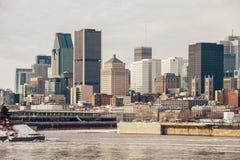 Montreal horisont i vinter från Arkivfoto