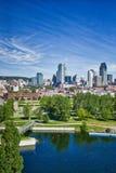 Montreal horisont med den Lachine kanalen arkivfoto