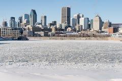 Montreal horisont och djupfrysta St Lawrence River Royaltyfri Bild