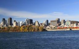Montreal horisont och helgon Lawrence River i hösten, Quebec Arkivbilder