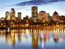 Montreal horisont och helgon Lawrence River på skymning, Kanada Arkivfoto