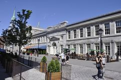 Montreal, il 26 giugno: Edificio della Marche Bonsecours sulla via di Saint Paul da Montreal nella provincia della Quebec del Can Fotografie Stock Libere da Diritti