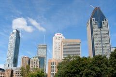 Montreal-im Stadtzentrum gelegene Wolkenkratzer Lizenzfreie Stockfotos