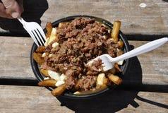 Montreal, 26 Juni: Gerookt vlees met patatoesplaat van Vieux-Haven van Montreal in Canada royalty-vrije stock fotografie