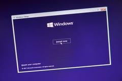 MONTREAL, KANADA - 8. NOVEMBER 2018: Windows-Betriebssysteminstallationsprozeß auf einem Laptopschirm Microsoft ist ein Amerikane lizenzfreies stockfoto