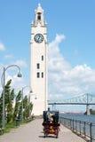 Montreal klockatorn och Jacques Cartier Bridge, Kanada Arkivbild