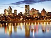 Montreal linia horyzontu i świętego Lawrance rzeka przy półmrokiem, Kanada Zdjęcie Stock