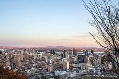 Montreal linia horyzontu z ikonowymi budynkami śródmieście i CBD biznesowi drapacz chmur brać od Mont Królewskiego wzgórza, obraz royalty free