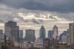 Montreal linia horyzontu z ikonowymi budynkami CBD biznesu drapacz chmur, zdjęcie stock