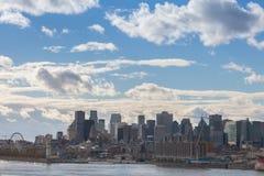 Montreal linia horyzontu z ikonowymi budynkami stary Montreal Vieux Montreal i CBD biznesu drapacz chmur, zdjęcia royalty free