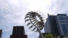 Montreal, QC/Kanada - 10. Juni 2018: eine glänzendes Metallkinetische Skulptur durch Anthony Howe, Di Octo stock footage