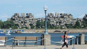 MONTREAL, QUEBEC, CANADÁ - 31 DE JULIO DE 2013: Una vista de los apartamentos del hábitat 67 en Montreal Fue construido para la e Imagen de archivo libre de regalías