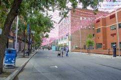 Montreal, Quebec, Canada - 18 Juli 2016: Mensen die onderaan R wandelen Stock Foto's