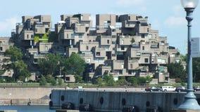 MONTREAL QUEBEC, KANADA - JULI 31, 2013: En sikt av lägenheterna för livsmiljö 67 i Montreal Byggdes för expo 67 Royaltyfri Fotografi