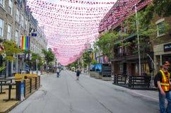 Montreal Quebec, Kanada - 18 Juli 2016: Folk som strosar ner R Arkivbild