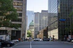 Montreal Quebec, Kanada - Juli 18, 2016: Inters för bilstadsgata Royaltyfria Bilder