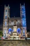 Montreal Quebec, Kanada - Juli 16, 2014: Notre-Dame basilika av Montreal på skymning Arkivfoto