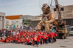 Montreal Quebec, Kanada - Maj 21, 2017: De jätte- dockorna av den kungliga de Luxe lesGeants händelsen Arkivbilder