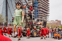 Montreal Quebec, Kanada - Maj 21, 2017: honom jätte- docka av den kungliga de Luxe lesGeants händelsen Fotografering för Bildbyråer