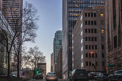 Montreal Quebec, Kanada - mars 11, 2016: Afton i den i stadens centrum Montreal staden, tidig solnedgång Royaltyfria Foton