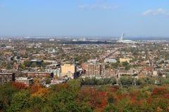 Montreal Quebec med Olympic Stadium på hösten Royaltyfri Foto