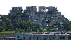 MONTREAL, QUEBEQUE, CANADÁ - 31 DE JULHO DE 2013: Uma vista dos apartamentos do habitat 67 em Montreal Foi construído para a expo Imagem de Stock Royalty Free
