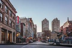 Montreal, Quebeque, Canadá - 11 de março de 2016: Início da noite na cidade do centro de Montreal Fotos de Stock