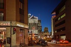 Montreal, Quebeque, Canadá - 11 de março de 2016: Noite na cidade do centro de Montreal, por do sol adiantado A imagem pode ter a Imagem de Stock