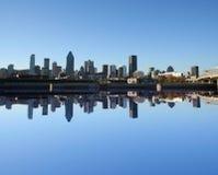 Montreal-Skyline reflektiert Stockbilder