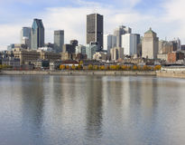 Montreal-Skyline und Heiliges Lawrence River lizenzfreies stockbild