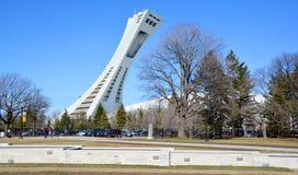 Montrealen Olympic Stadium och torn Royaltyfria Bilder