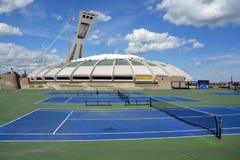 Montrealen Olympic Stadium och torn Fotografering för Bildbyråer